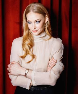 В свете софитов и бриллиантов: Светлана Ходченкова на персональной премьере года