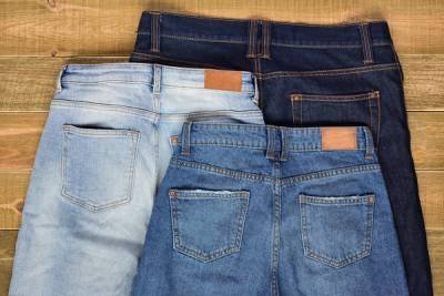 Медик раскрыла опасность джинсов с высокой талией