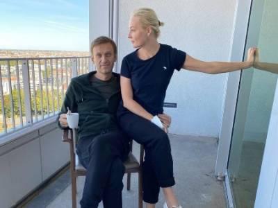 «Главная в палате»: Навальный рассказал, что его спасла жена