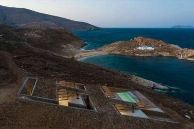 Дом-невидимка, спрятанный в скалистом греческом ландшафте
