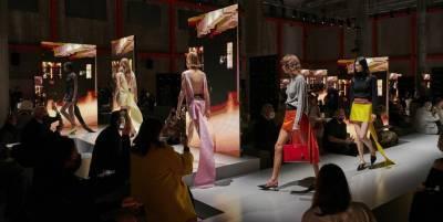 Техники соблазнения: коллекция Prada весна-лето 2022